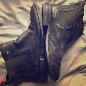 Bass wingtip Chelsea-style boot